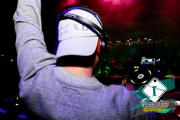 DJ Ollie in the mix at Innovation 'Distortion' @ The Coronet